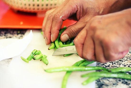 chopping green beans
